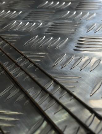 Tôle aluminium striée
